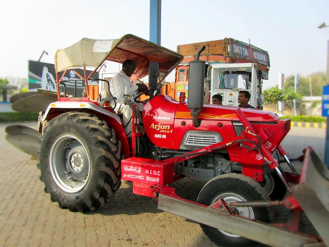 india street tractor gas station