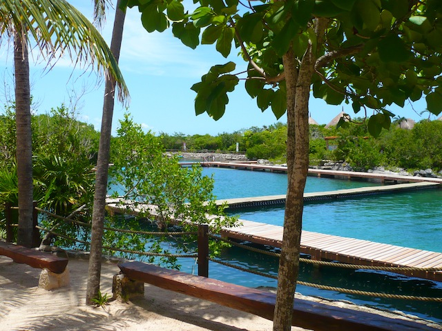A zig zag in the dolphin pools in Xel Ha