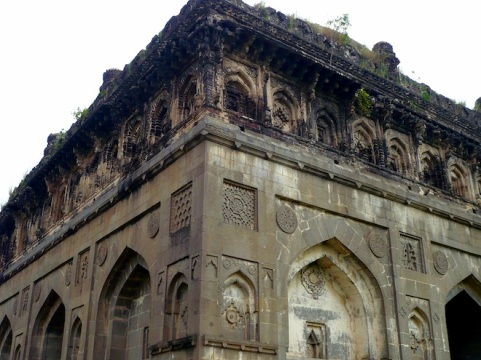 king ahmed tomb india5