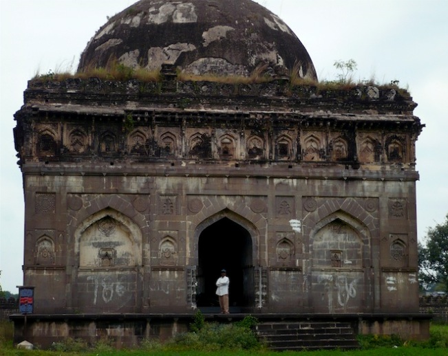 king ahmed tomb india7