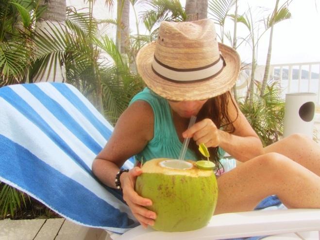 acapulco pool mexico coconut