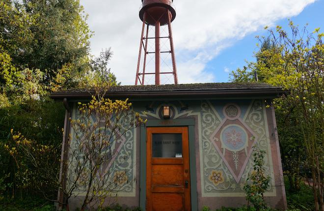 edgefield black rabbit house